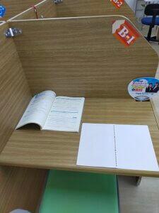 広い学習机の方が良いですよね?
